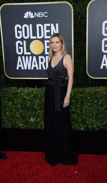L'actrice Michelle Pfeiffer très élégante tout en noir.