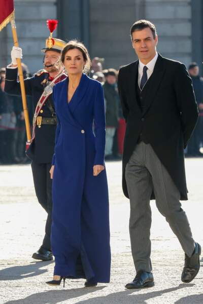"""La reine Letizia d'Espagne et Pedro Sanchez, membre du parti socialiste, lors de la parade militaire """"Easter 2020"""" au palais royal à Madrid. Le 6 janvier 2020"""