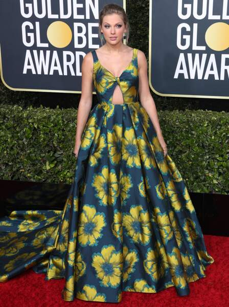 Taylor Swift dans une robe longue et fleurie Etro.