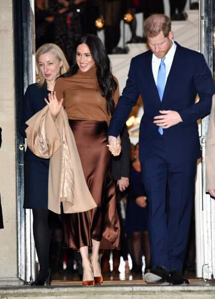 Un large sourire aux lèvres, les parents d'Archie Harrison rayonnent de bonheur.