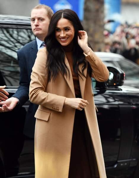 Meghan Markle, en manteau long Stella McCartney, à son arrivée à la Canada House à Londres le 7 janvier 2020