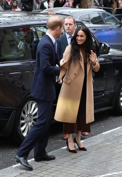 Pour l'occasion, la duchesse de Sussex était vêtue d'une tenue aux tons caramels.