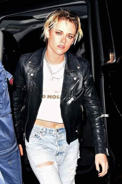 Peu importe ce qu'elle porte, Kristen Stewart ne quitte pas son médaillon cadenas, ici à l'after party de la soirée SNL à New York le 02 novembre 2019.
