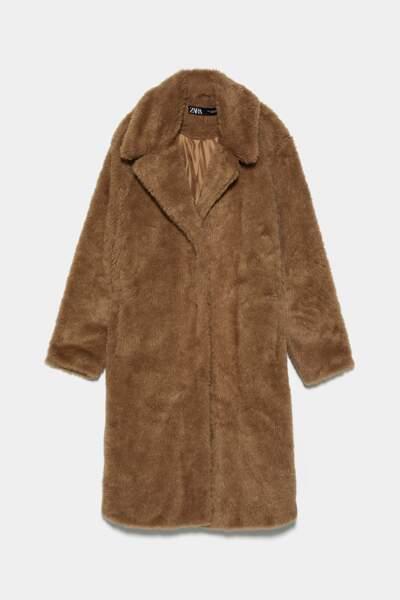 Manteau en fausse fourrure, 90 € soldé 60 €, Zara.