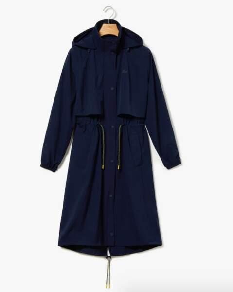 Trench sportwear, 270 € soldé 135,00 €, Lacoste.