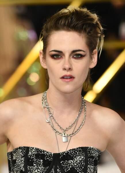"""Kristen Stewart en robe bustier et toujours son collier cadenas le 20 novembre 2019, lors de la première de """"Charlie's Angels."""