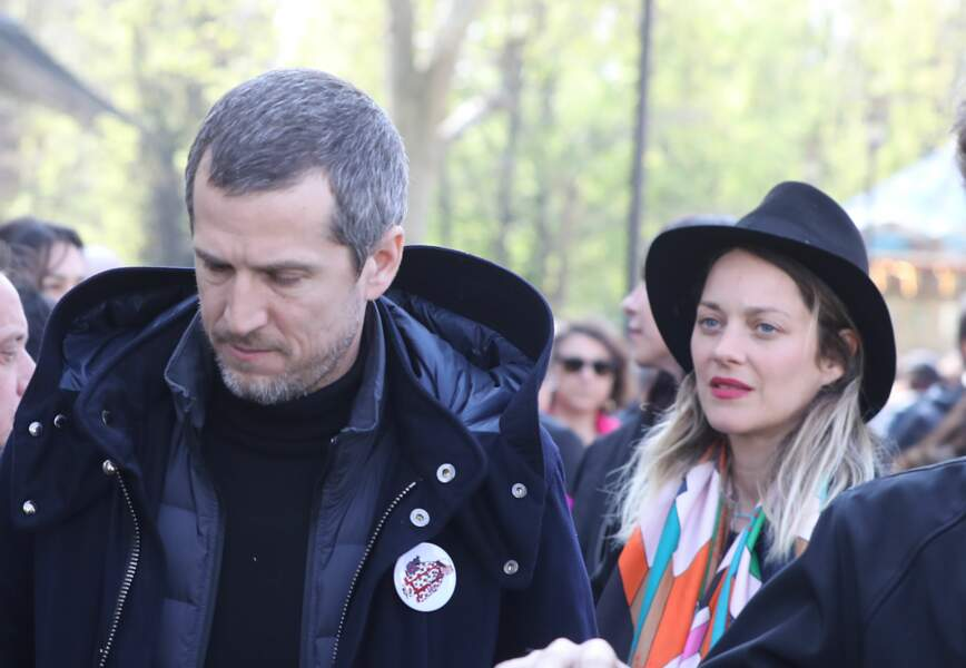 Guillaume Canet et Marion Cotillard à la sortie de l'hommage pour Agnès Verda à Paris, en 2019