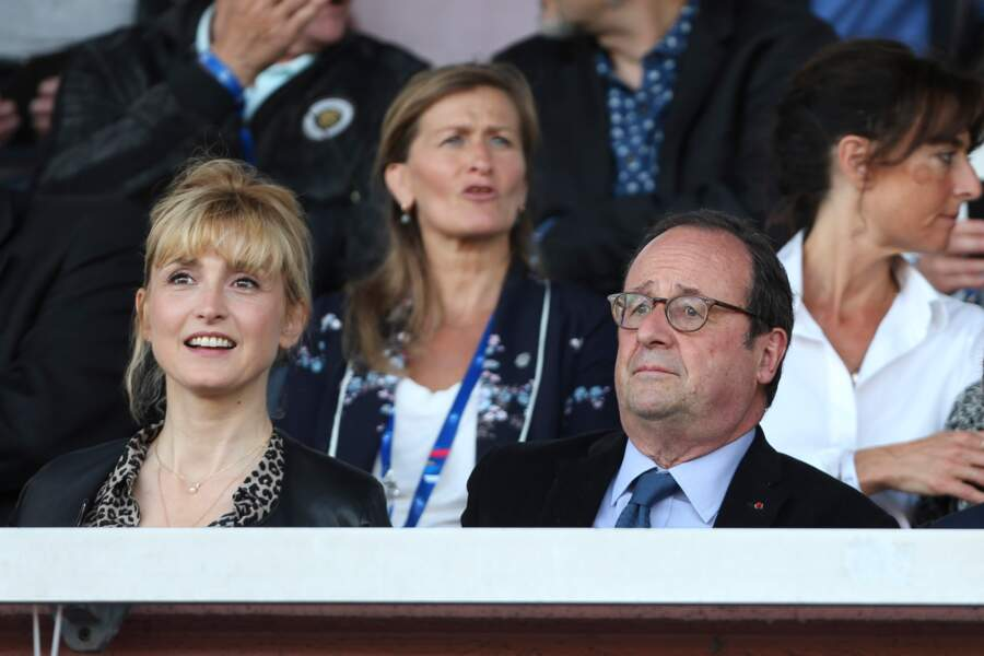 31 mai 2019 : François Hollande et Julie Gayet assistent ensemble au match amical féminin de football entre la France et la Chine à Créteil.