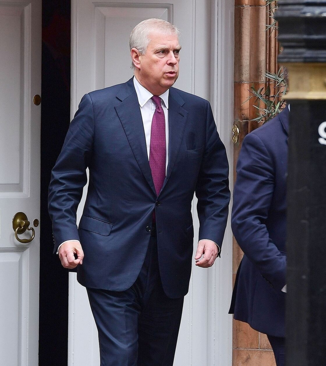 Le prince Andrew sort d'un déjeuner à Londres, le 25 octobre 2019.
