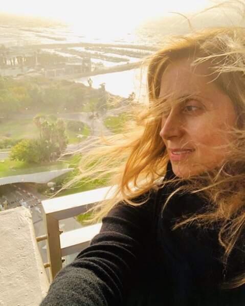 Le secret de Lara Fabian éviter que les rougeurs prennent le dessus sur ses selfies : le contre jour