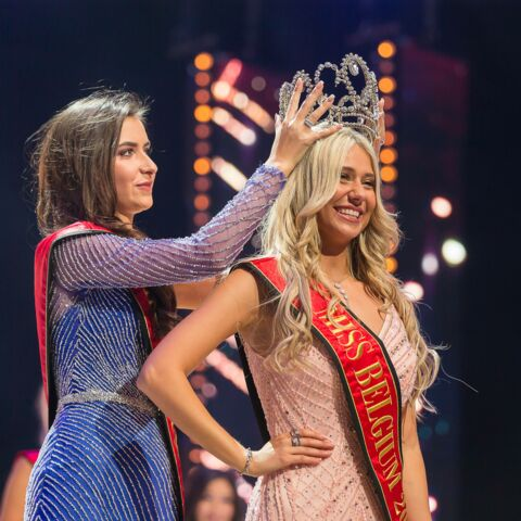 La poisse de Miss Belgique: elle chute et perd son soutien-gorge sur scène!
