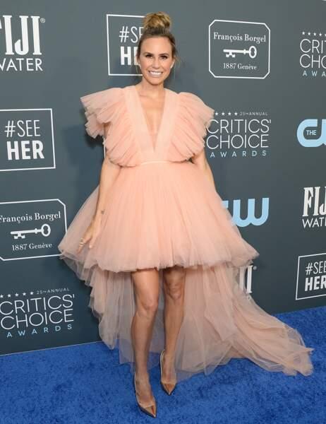 Keltie Knight avec un beau décolleté en V dans cette robe Giambattista Valli pour H&M.