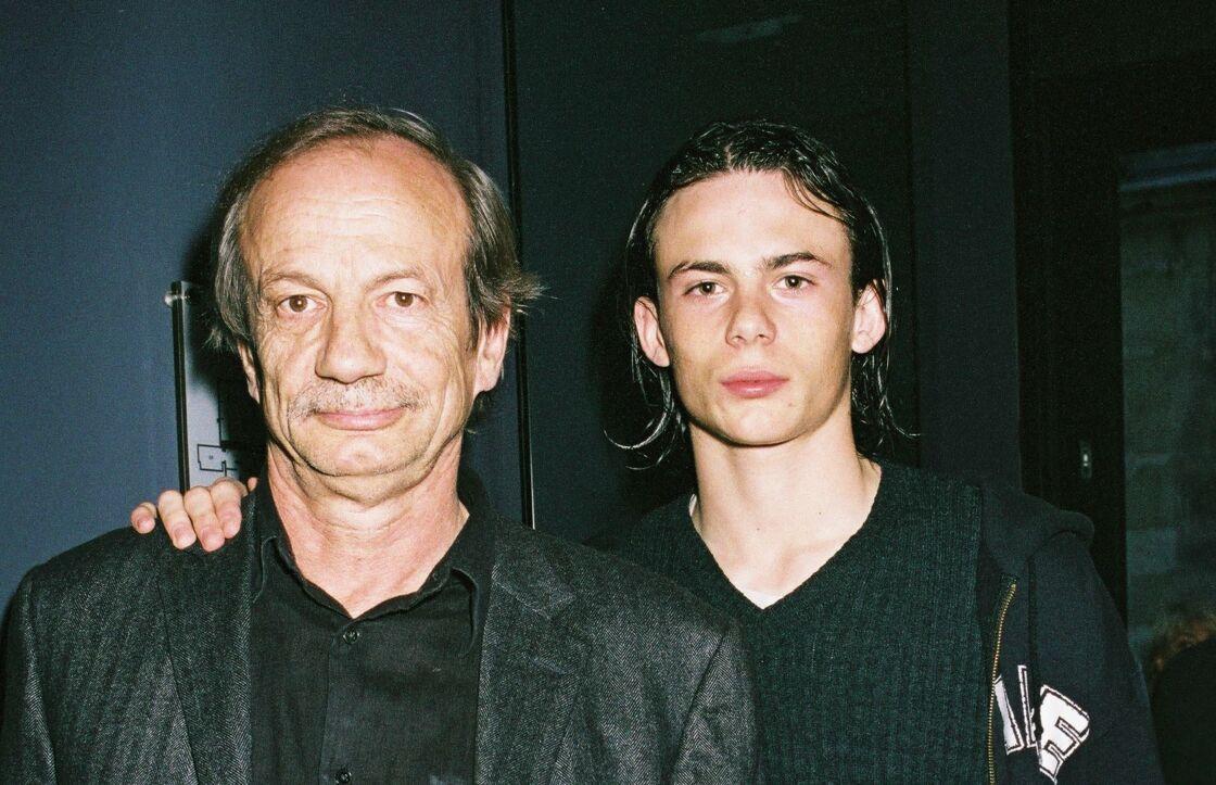 Patrick Chesnais et son fils Ferdinand, à Paris, deux ans avant le drame, en 2004.