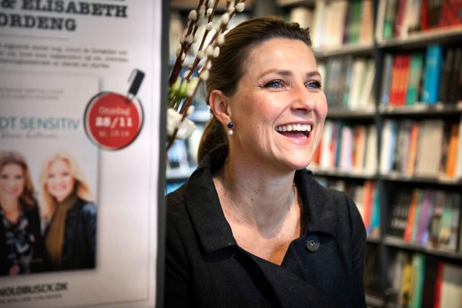 La princesse Martha Louise de Norvège lors d'une dédicace