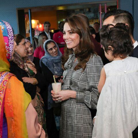 PHOTOS – Kate Middleton chic et cool en robe longue Zara à 39,99 €