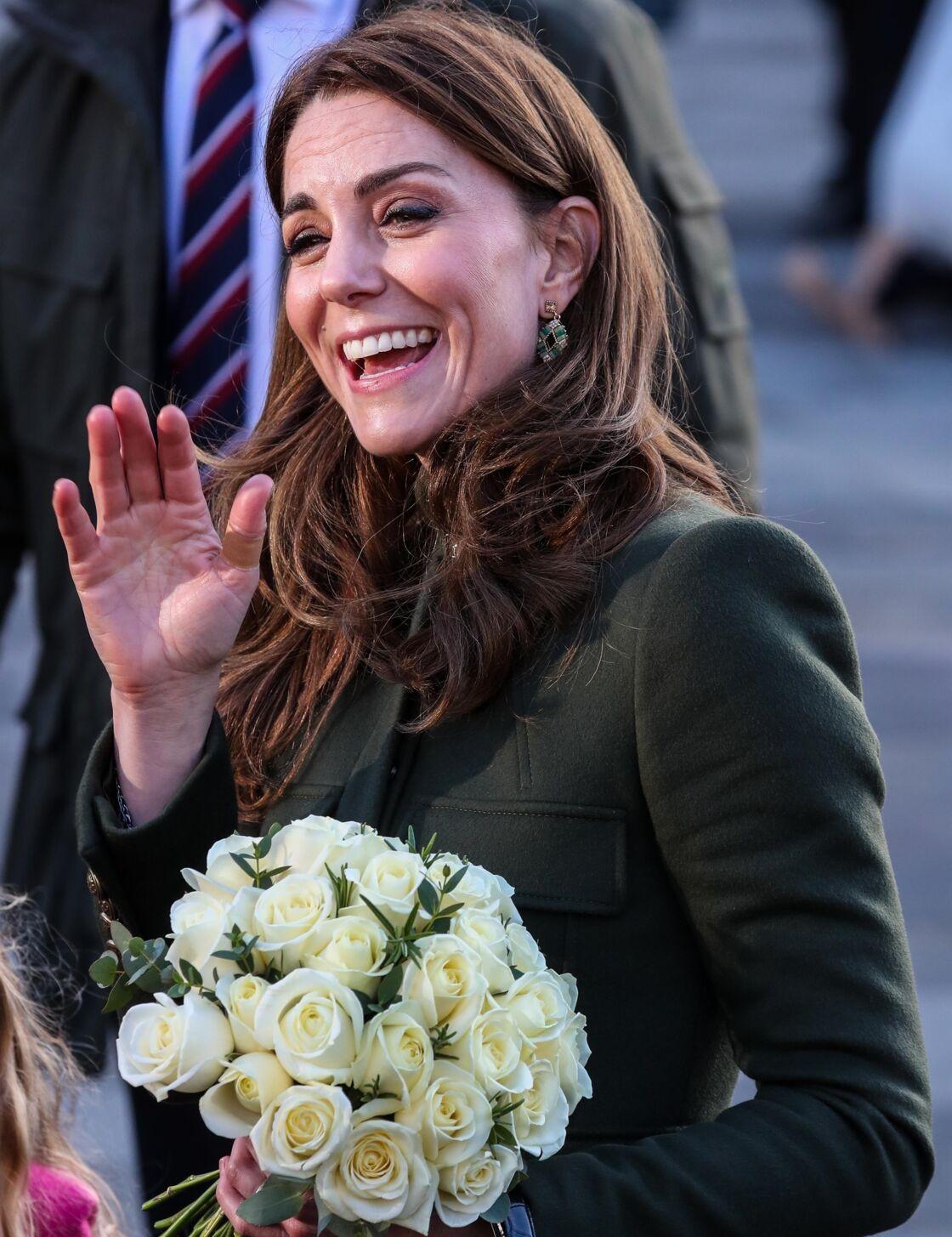 Kate Middleton porte un pansement au pouce, à Centenary Square lors de sa visite à Bradford, le 15 janvier 2020.