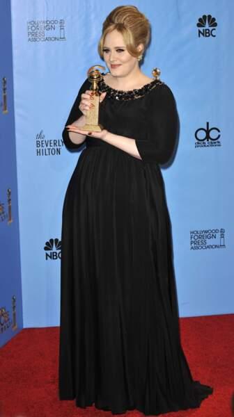 13 janvier 2013 : Adele a 25 ans,   pour les Golden Globe Awards à Beverly Hills. Pour cette 70e édition, la chanteuse est très apprêtée et porte un chignon bombé un peu rétro.