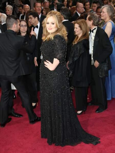 24 février 2013 : Adele arrive en robe Jenny Packham à la 85e cérémonie des Oscars à Hollywood.