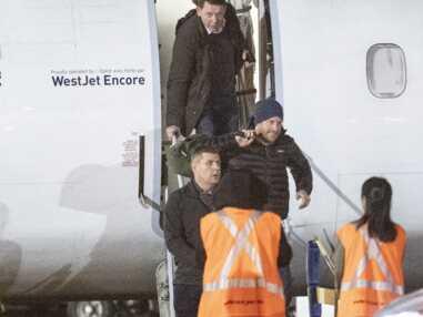 PHOTOS - Le prince Harry souriant à son arrivée au Canada, court rejoindre Meghan Markle et Archie