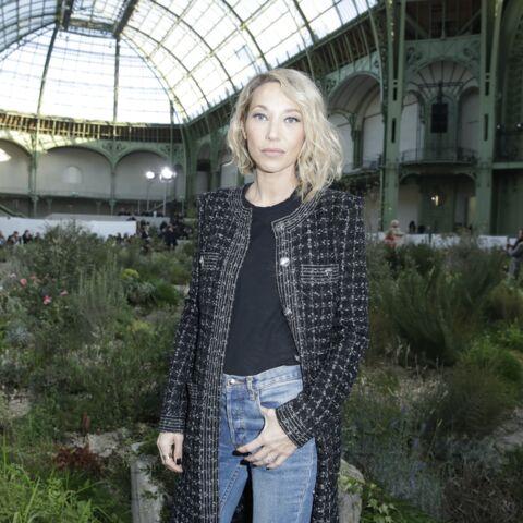 PHOTOS – Laura Smet, carré blond court et allure chic au défilé Chanel