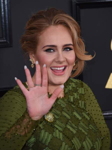 12 février 2017 : La chanteuse Adele sublime et mariée lors de la cérémonie des Grammy Awards à Los Angeles.