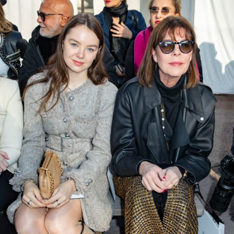 PHOTOS – Caroline de Monaco et sa fille, Alexandra de Hanovre, stars et complices chez Chanel