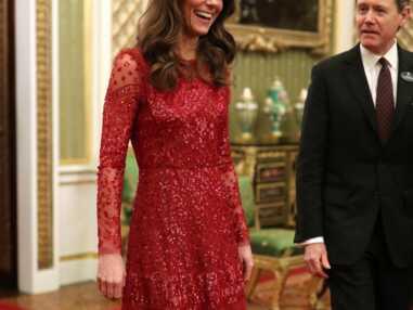 PHOTOS - Kate Middleton sublime en robe longue rouge à 500 €