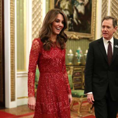 PHOTOS – Kate Middleton brille dans une robe étincelante Needle and Thread à 500 euros