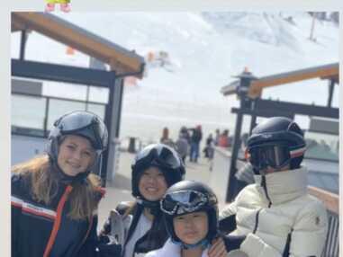 PHOTOS - Laeticia Hallyday en vacances au ski avec famille et amis
