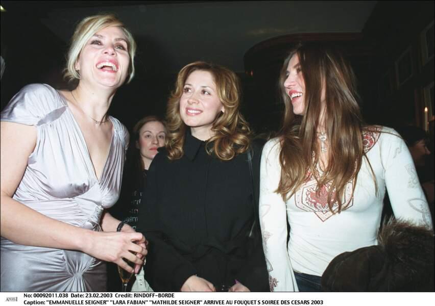 2003 : A l'occasion d'une soirée des césars, Lara Fabian est avec de Mathilde et Emmanuelle Seigner. Elle porte des boucles très glamour et sa couleur semble plus foncée.