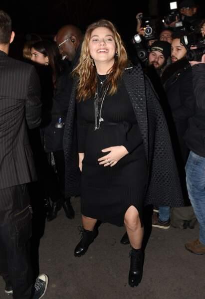 Louane était ravissante au défilé Jean-Paul Gaultier qui s'est tenu dans le cadre de la Fashion Week parisienne