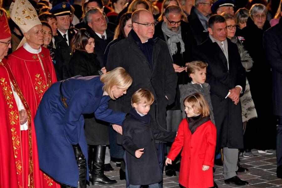 La princesse Charlene de Monaco s'est elle aussi montrée très proche et à l'écoute de ses jumeaux, le prince Jacques et la princesse Gabriella