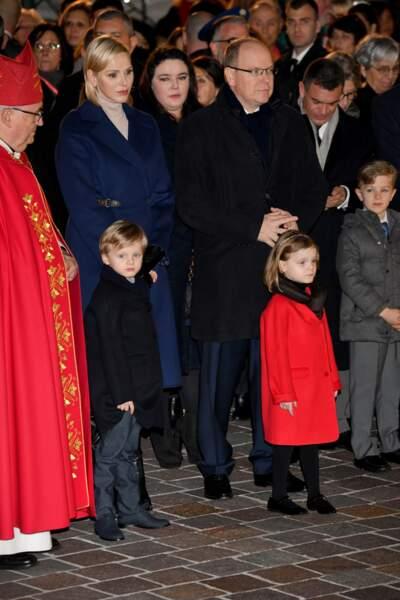 Le prince Albert II de Monaco et sa femme la princesse Charlene ont été aperçus avec leurs jumeaux, le prince Jacques et la princesse Gabriella, lors d'une nouvelle sortie publique à Monaco
