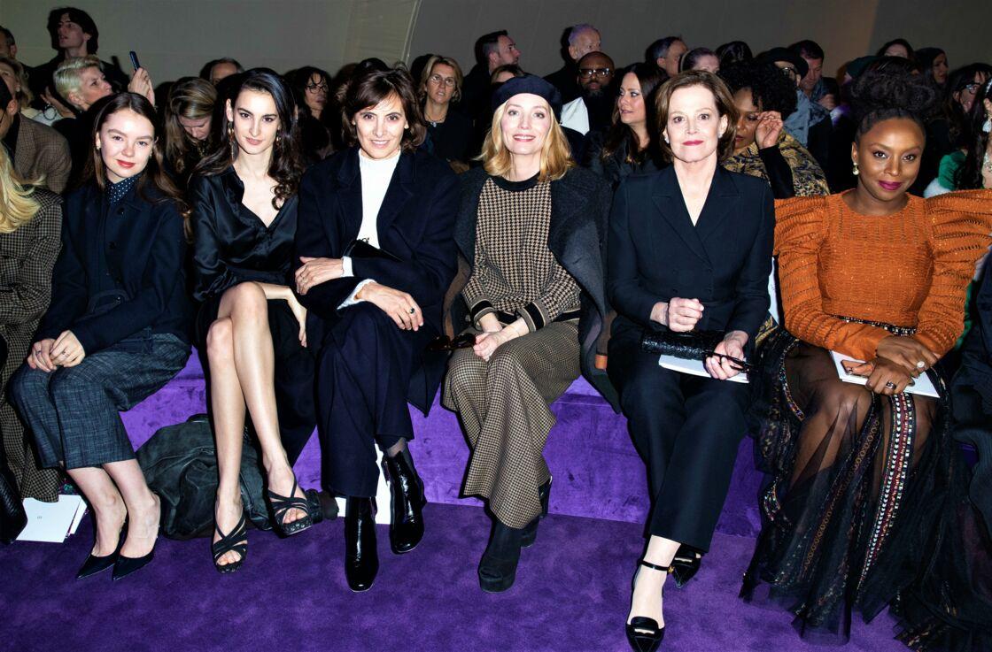 Alexandra de Hanovre au défilé Dior aux côtés de Nine Marie d'Urso et sa mère Inès de la Fressange, Lucie de la Falaise, Sigourney Weaver, Chimamanda Ngozi Adichie, à Paris, le 20 janvier 2020.