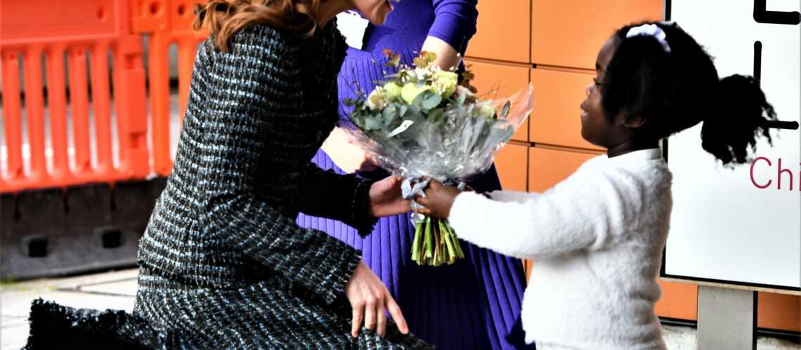 PHOTOS – Kate Middleton : sa jupe s'envole encore, malgré les recommandations de la reine