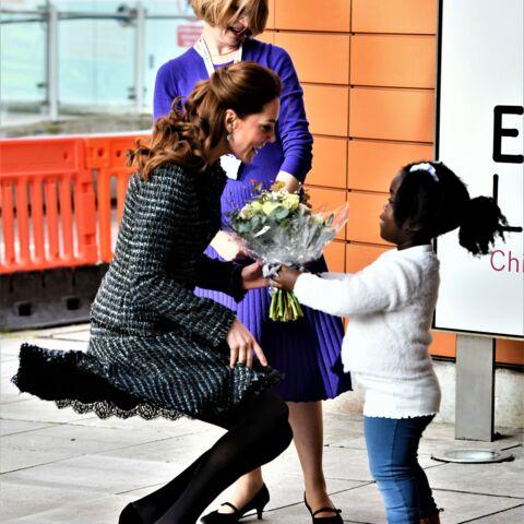 PHOTOS – Kate Middleton: sa jupe s'envole encore, malgré les recommandations de la reine