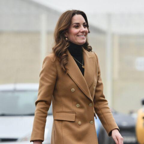 PHOTOS – Kate Middleton ose la jupe léopard Zara pour la première fois et le manteau camel Massimo Dutti en soldes!