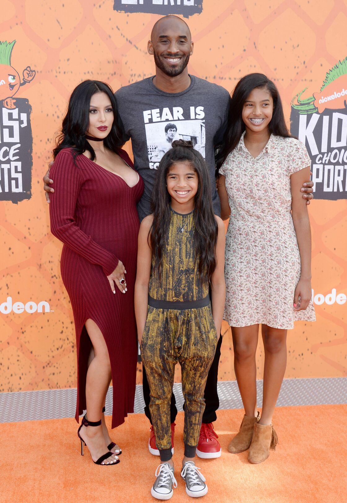 Kobe Bryant et sa femme Vanessa, entourés de leurs filles Natalia et Gianna