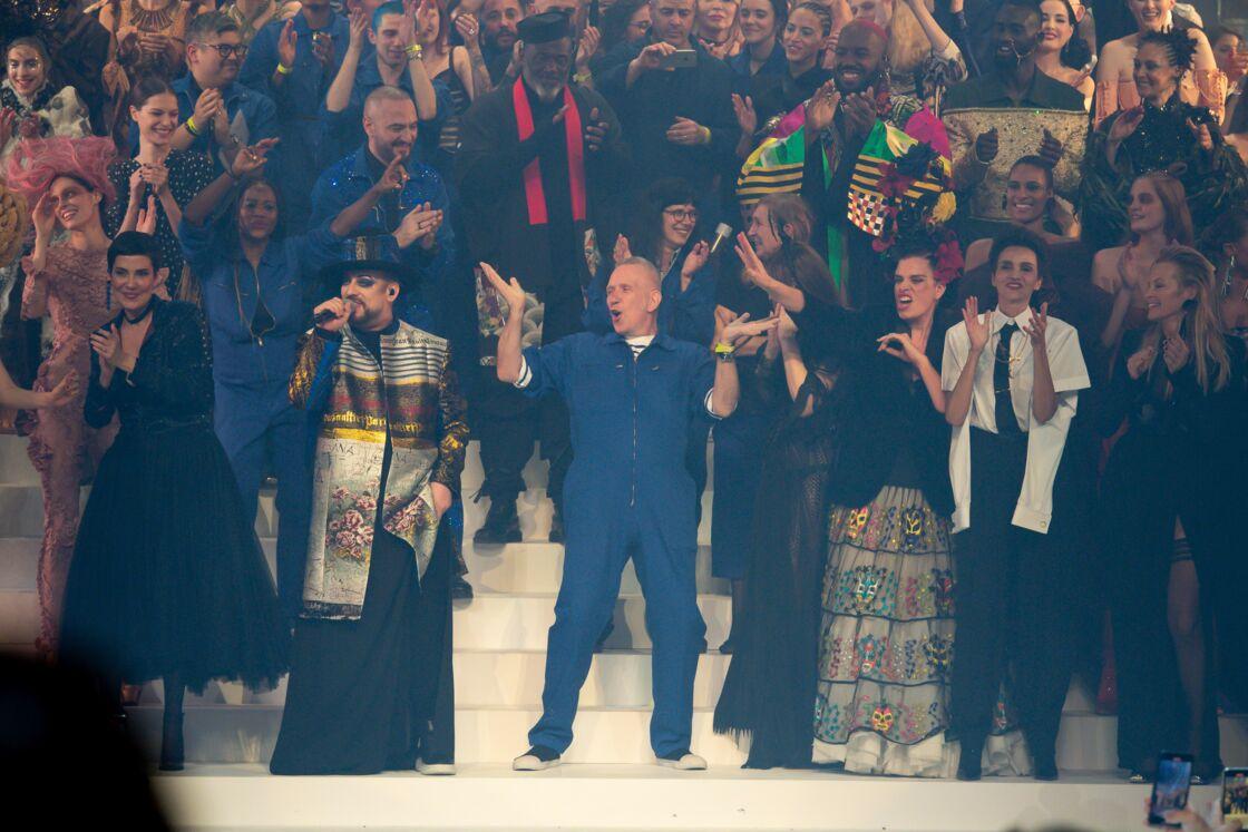 Jean-Paul Gaultier fait ses adieux à la Haute-Couture, lors de son ultime défilé, à Paris, le 22 janvier 2020.