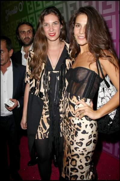 Tatiana Santo Domingo pose avec Margherita Missoni lors d'une soirée Fendi au théâtre de Paris en 2010.