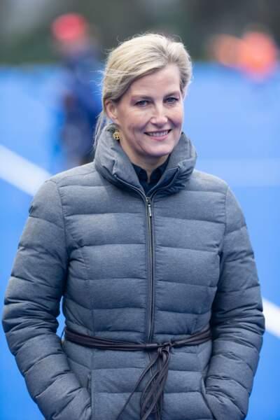Janvier 2020 :  Sophie de Wessex en doudoune longue et féminine lors de l'entraînement de l'équipe de Hockey d'Angleterre à Marlow.