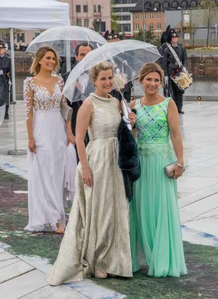 Mai 2017 : La comtesse Sophie de Wessex et la princesse Märtha Louise de Norvège sublimes dans leur robe pour le 80ème anniversaire du roi Harald et de la reine Sonja de Norvège à Oslo.