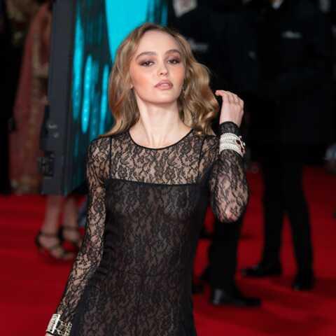 PHOTOS – Lily Rose Depp dans une robe en dentelle très suggestive aux Bafta