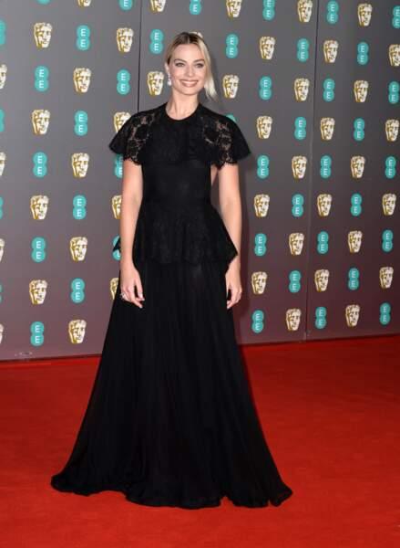 Margot Robbie en robe noire Chanel