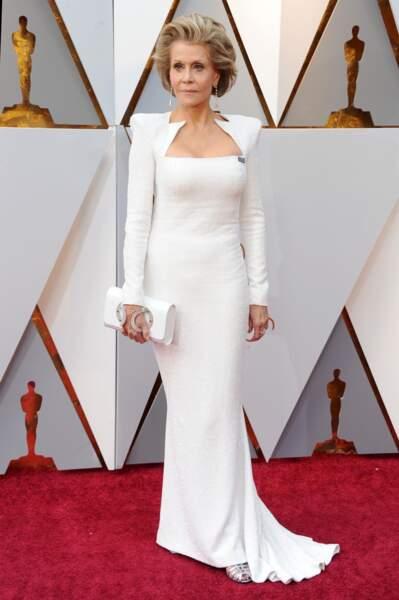 Jane Fonda, prouve, à 81 ans, qu'elle est toujours sublime dans cette moulante Balmain pour les Oscars de 2018