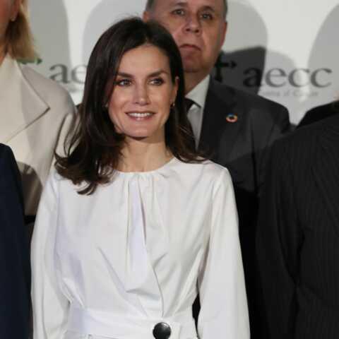 PHOTOS – Letizia d'Espagne fait sensation avec une jupe en cuir noir et une blouse blanche