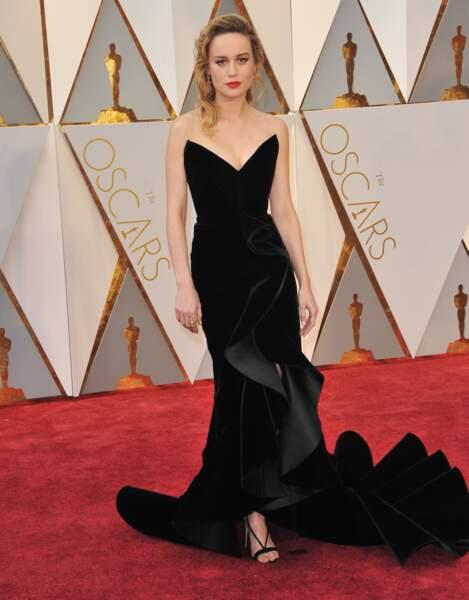 Brie Larson dans une création à frou frou Oscar de la Renta lors de la 86e cérémonie des Oscars 2017.