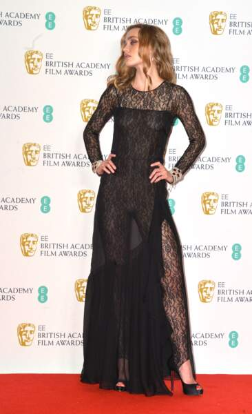Lilly Rose Depp sexy en robe Chanel