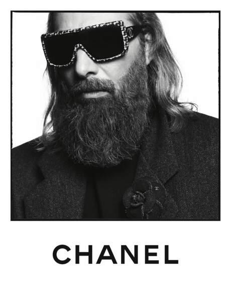 Sébastien Tellier prends la pose pour Chanel.