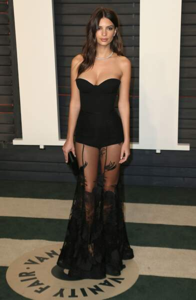 Emily Ratajkowski très sexy en bustier et jupe transparente à la soirée Vanity Fair Oscar Party 2016